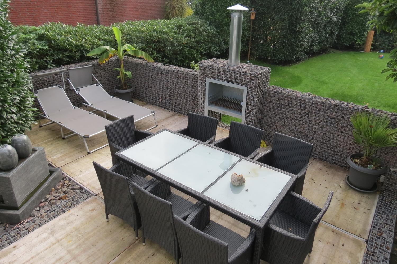 Basalt Braun Terrasse mit Kamin