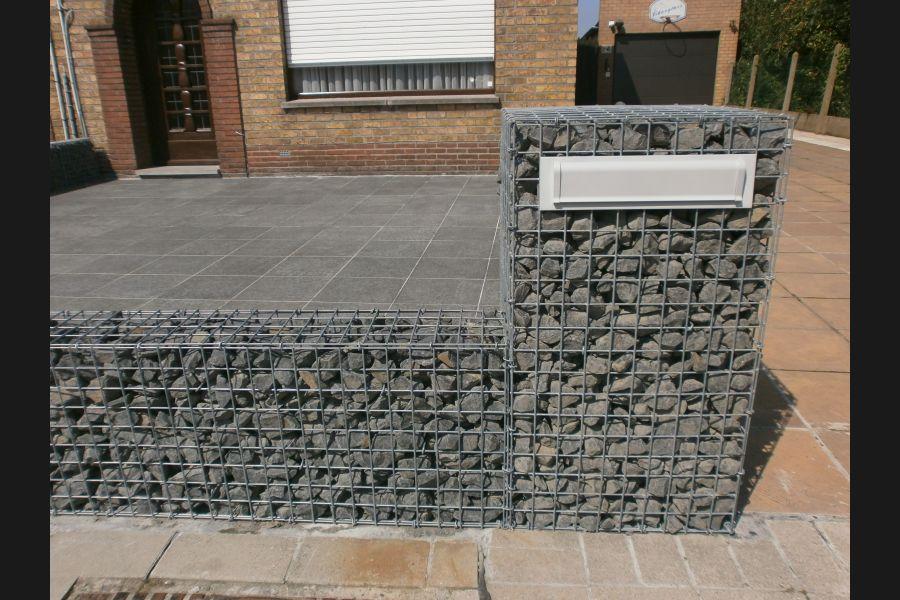 Gabionen Briefkasten mit Basalt Bruchstein