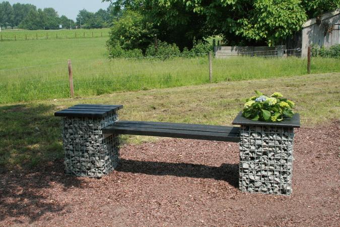 gabionen sitzbank mit bruchsteinen aus naturstein gabinova. Black Bedroom Furniture Sets. Home Design Ideas